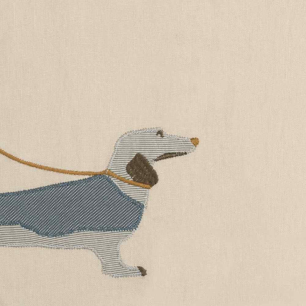 47105 - Milkbarn Kids Applique Detail of the Dog Applique on the Organic Linen Bib